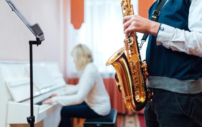 qual e o saxofone mais indicado para comecar a tocar